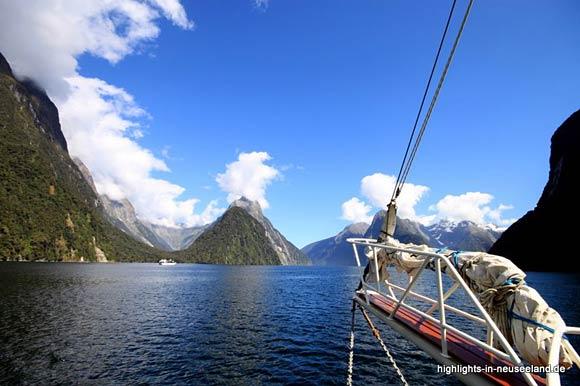 Milford Sound: Mitre Peak gesehen vom Boot