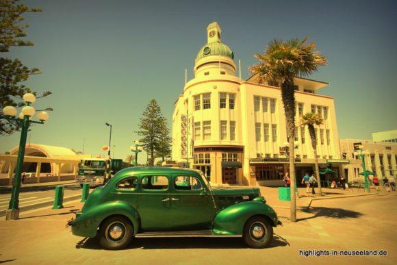 Napier: Art Deco und Oldtimer